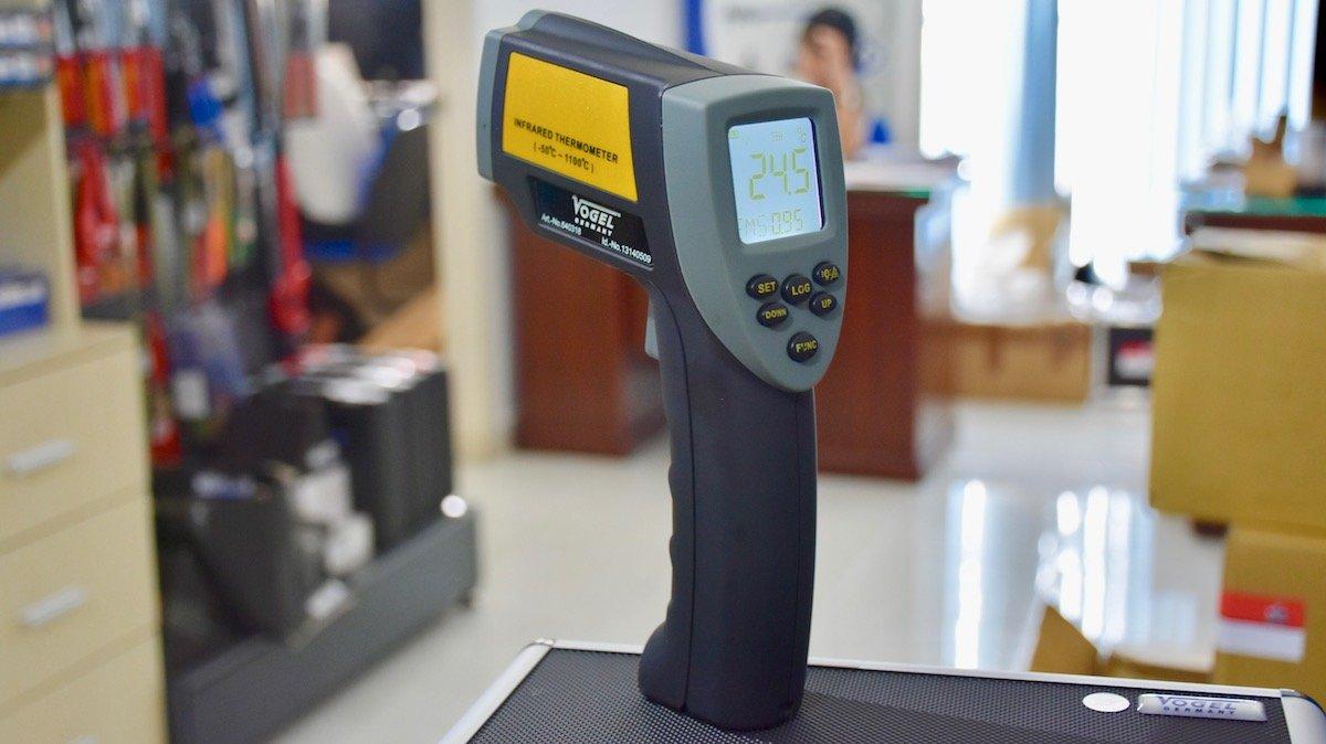 Máy đo nhiệt độ từ xa -50 +1110 độ C, laser định điểm, bức xạ hồng ngoại