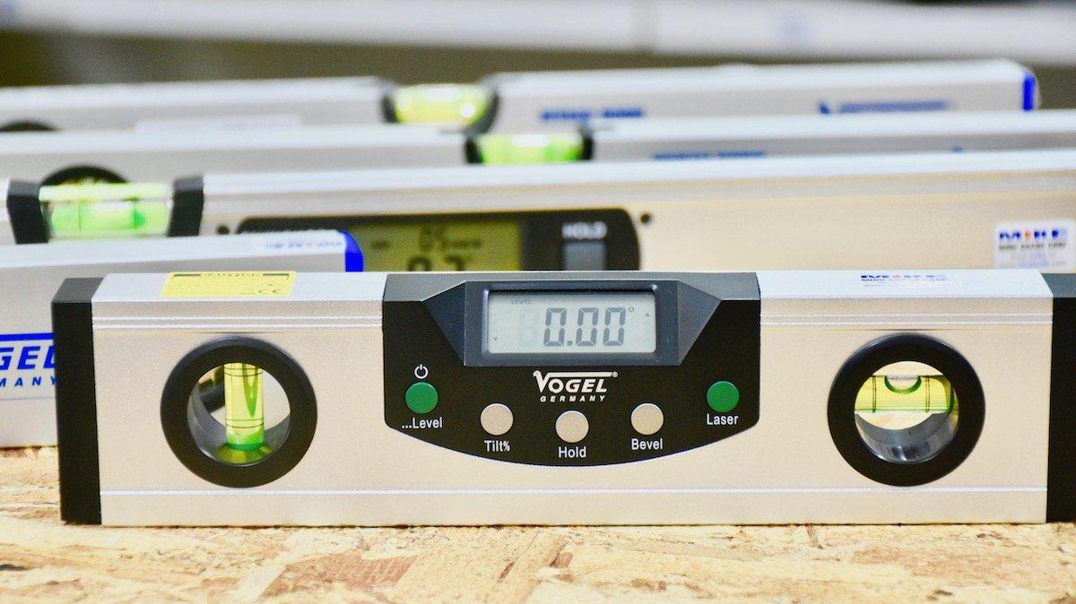 Thước thủy điện tử 225mm 2 tia laser, đế từ tính