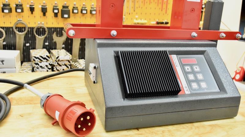 ổ cắm 3 pha cho máy gia nhiệt vòng bi BETEX 38 ESD.