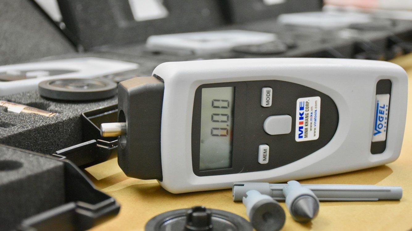 Hướng dẫn sử dụng máy đo tốc độ vòng quay Model 270160. Vogel Germany