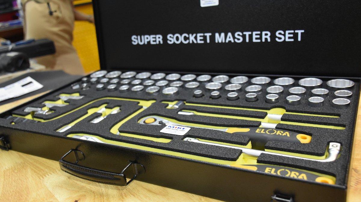 Điểm nhấn của bộ socket này là cây cần tự động. Socket 57 pcs 770-LSSMF