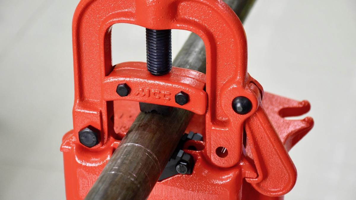 ê tô 3 chân chuyên dụng kẹp ống tới phi 63mm