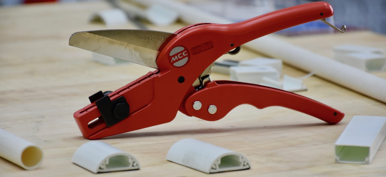 kéo cắt nẹp nhựa cao cấp của MCC Japan.