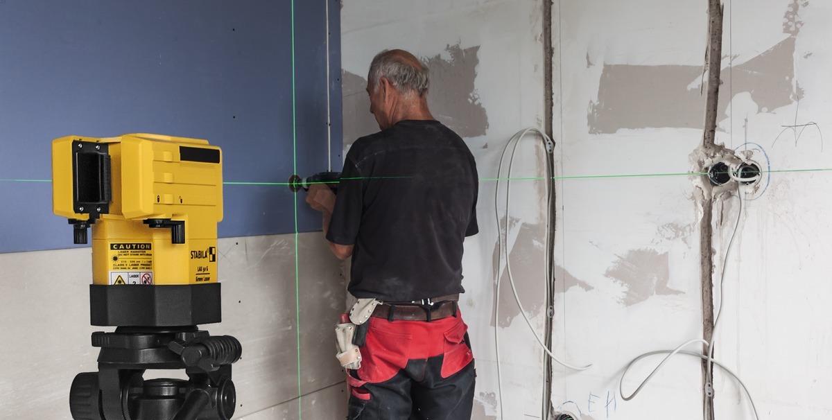 Máy laser tia xanh LAX50G ứng dụng lắp đặt hệ thống điện trong tòa nhà