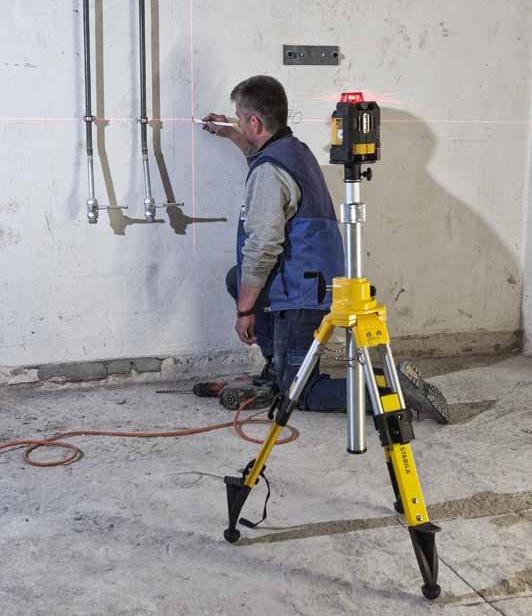 Máy cân mực bằng laser LAX400 trợ giúp thi công đường ống.