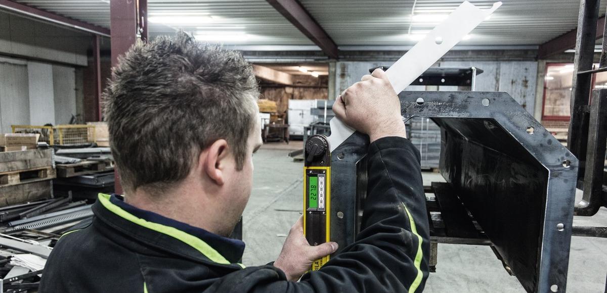 ứng dụng thước đo góc điện tử vào công nghiệp hàn kim loại