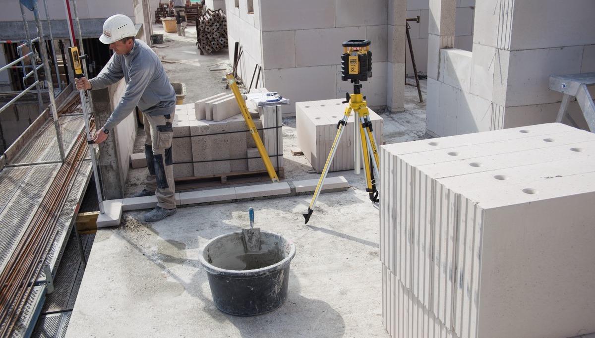xây tường dùng máy thủy bình laser LAR-350