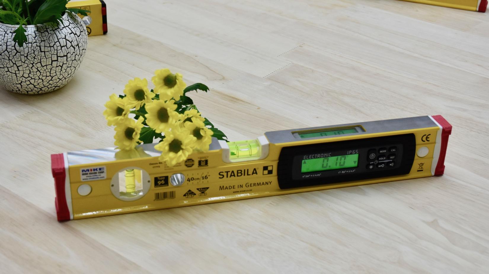 Màn hình hiển thị LCD trên cả 2 mặt đo của thước nivo điện tử