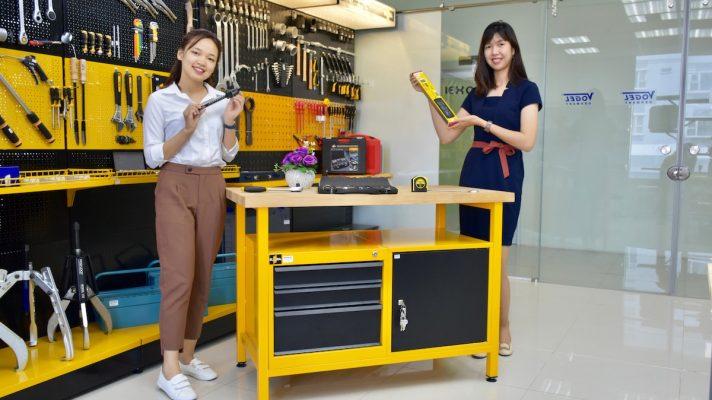 màu vàng đặc trưng của hãng Bàn nguội 1810-LOT ELORA